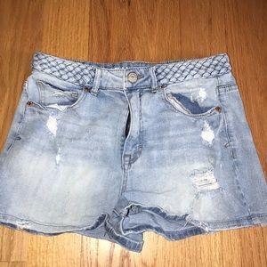 Light jean shorts!